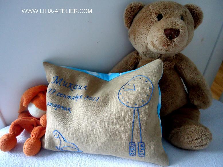 Подушка с вышивкой для новорожденного